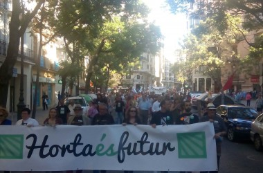 Milers de valencians celebren la retirada del PGOU
