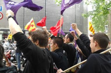 Centenars de persones en la manifestació convocada per la COS a Barcelona