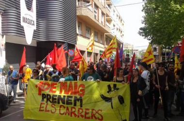 Centenars de persones a l'1 de maig a Igualada