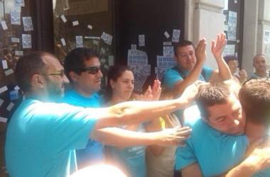 Les dues darreres cròniques de l'ocupació de Movistar. Els treballadors forcen l'obertura de negociacions amb la multinacional.