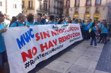 Les vaguistes de Movistar protesten contra la renovació del conveni del MWC