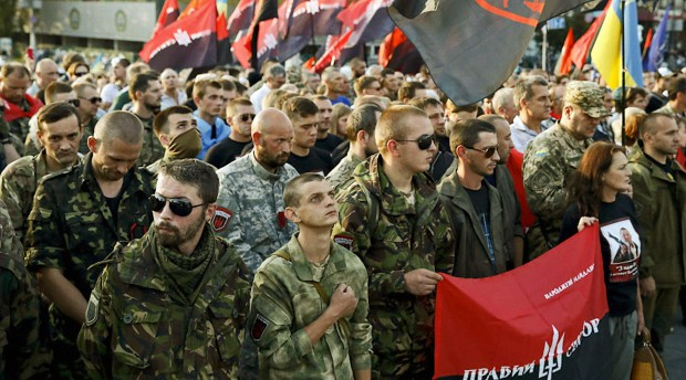 00-right-sector-pigs-on-the-maidan-210715
