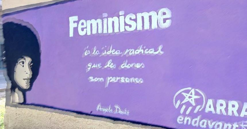 Parets violetes als Països Catalans