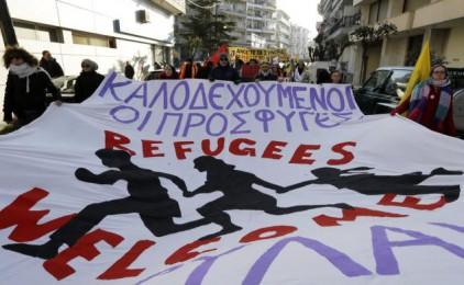 """""""Les ONG ajuden els governs i impedeixen que els refugiats s'organitzin al costat dels treballadors grecs"""""""