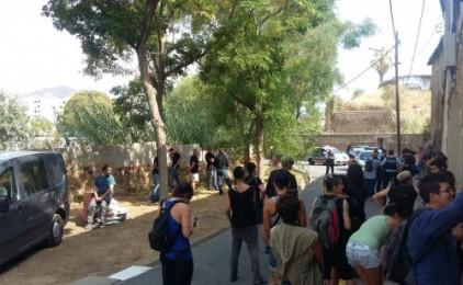 La reacció dels veïns frena els matons de Desokupa a La Clota, a Barcelona