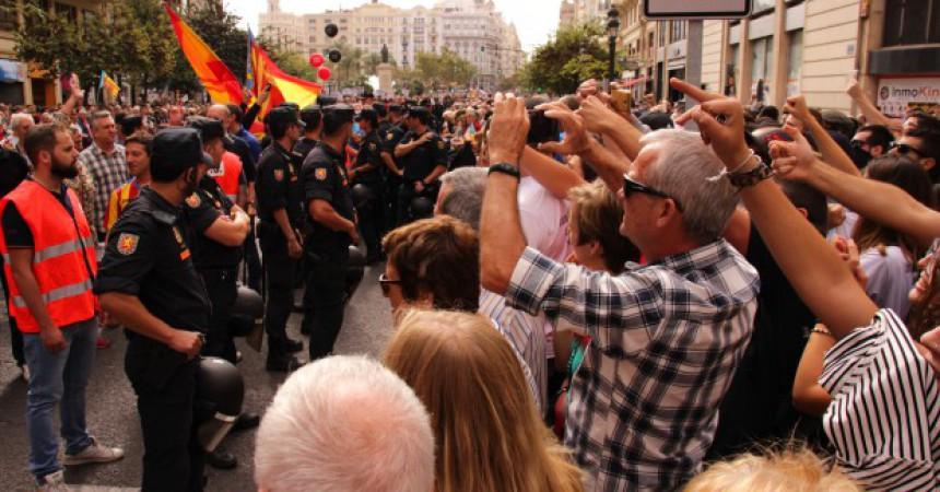 L'esquerra independentista denuncia la impunitat policial i feixista durant el 9 d'Octubre