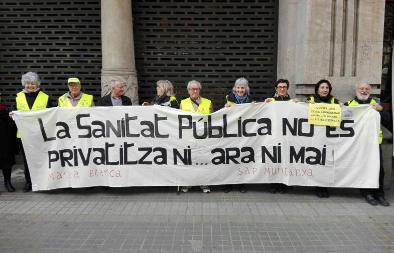 Marea Blanca i PAICAM ocupen vicepresidència per exigir millors pressupostos per sanitat