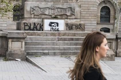 En memòria de les víctimes del tràfic d'esclaus, adéu negrer!