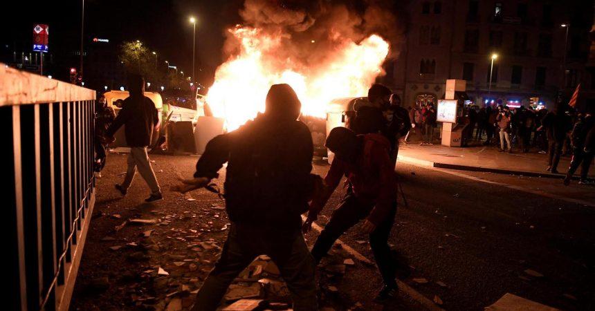 La lluita als carrers porta la repressió i abusos de l'Estat espanyol als mitjans internacionals