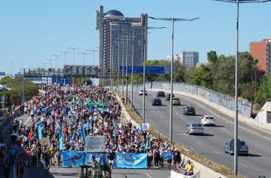Manifestació contra l'ampliació de l'aeroport del Prat [fotogaleria]